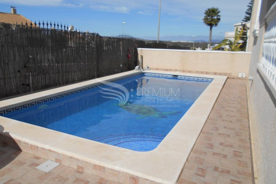 Resale - Villa - Los Altos